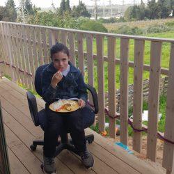 ארוחה על המרפסת